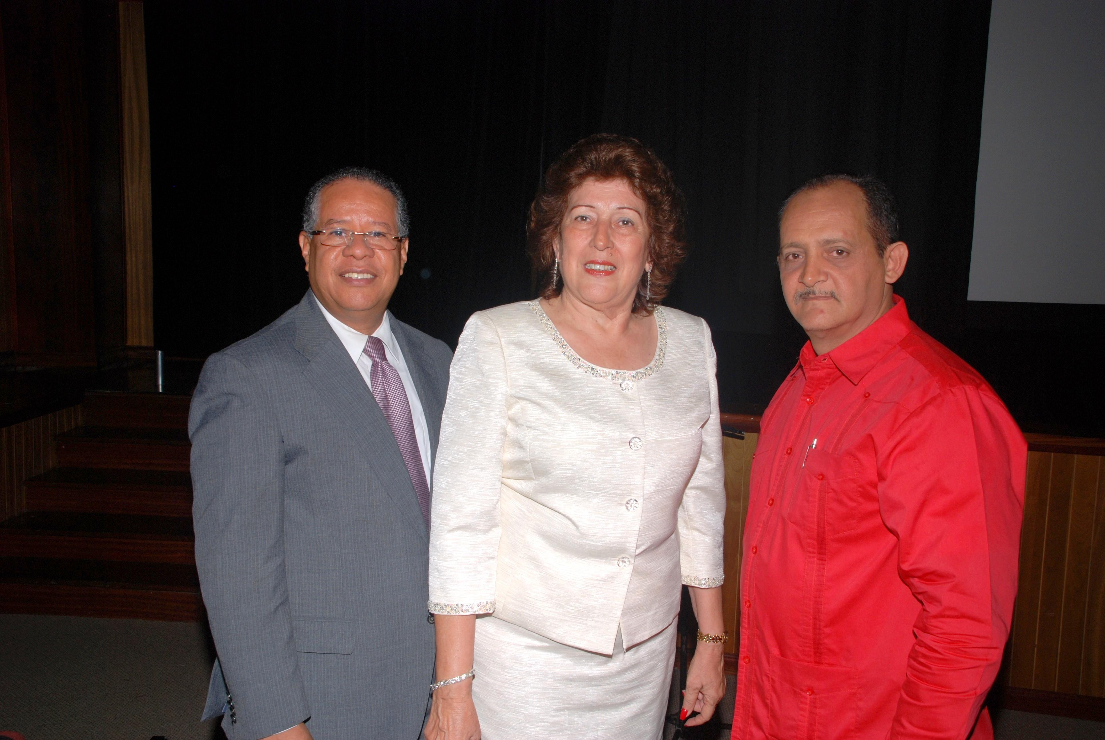 POP-cura-Apertura-Blanca nieves_01.Sr Omar Liriano (FGDE),Sra Erudania Llibre(gobernadora de pop),Sr Roman Racero (director cura)